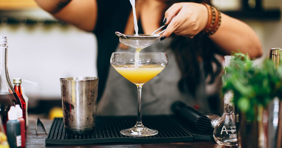 The only 3 ways to make a cocktail – shake, stir or build
